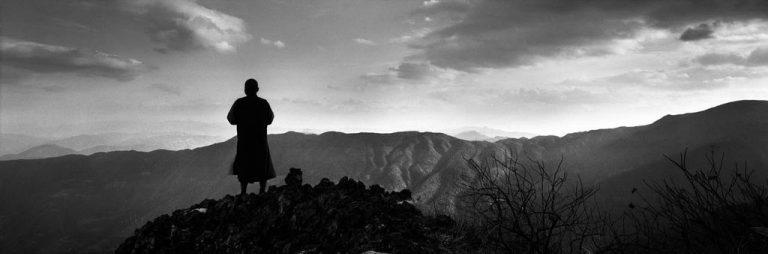 Un moine au sommet de la montagne Jizu. Province du Yunnan, Chine, mai 2010 © Zeng Nian